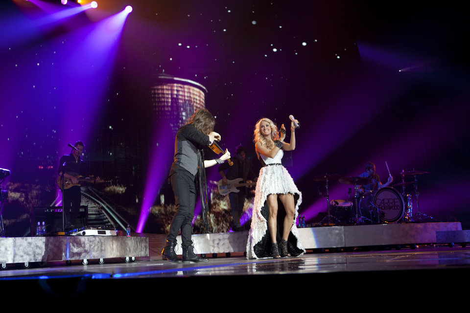 Photo - Carrie Underwood performs on her