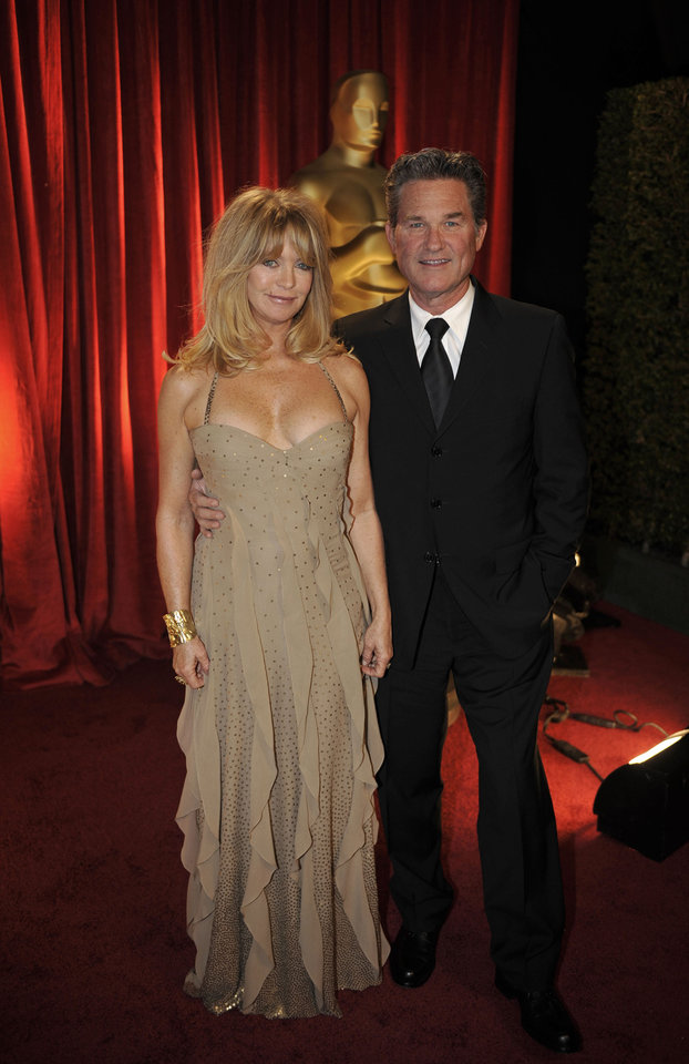 Photo - ** LINDA MILLER'S COMMENTARY:  Please, Goldie, get a dress that fits and do something with that hair.  Your golden years are gone.    ** Goldie Hawn, left, and Kurt Russell arrive at the 81st Academy Awards Sunday, Feb. 22, 2009, in the Hollywood section of Los Angeles. (AP Photo/Chris Carlson) ORG XMIT: CADC163