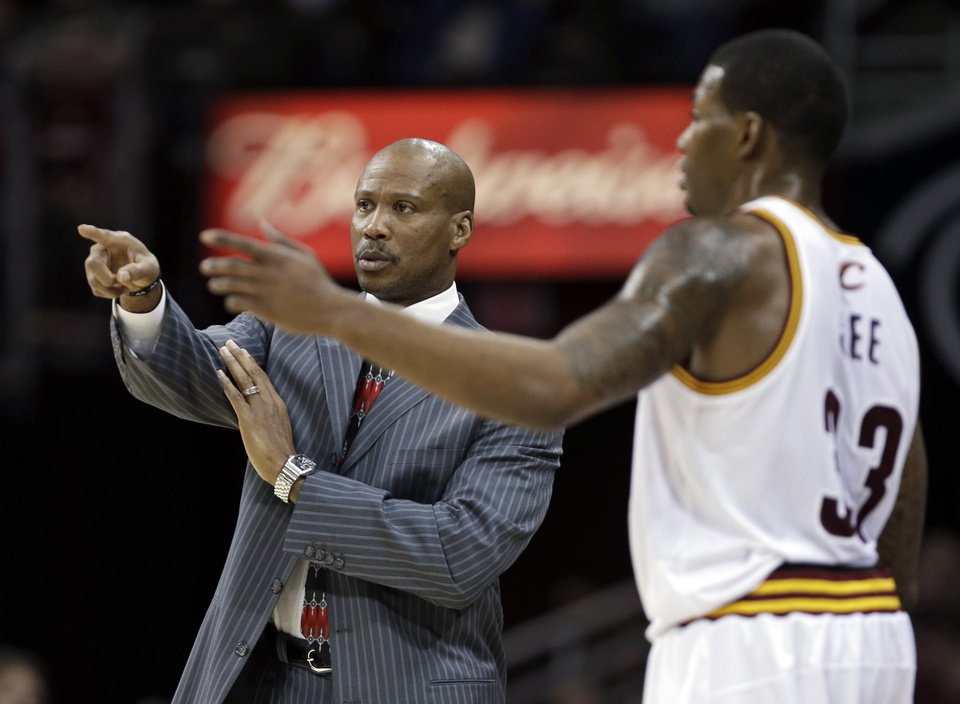 Photo -   Cleveland Cavaliers coach Byron Scott directs Alonzo Gee on an inbound play in the first quarter of an NBA basketball game against the Philadelphia 76ers on Wednesday, Nov. 21, 2012, in Cleveland. (AP Photo/Mark Duncan)