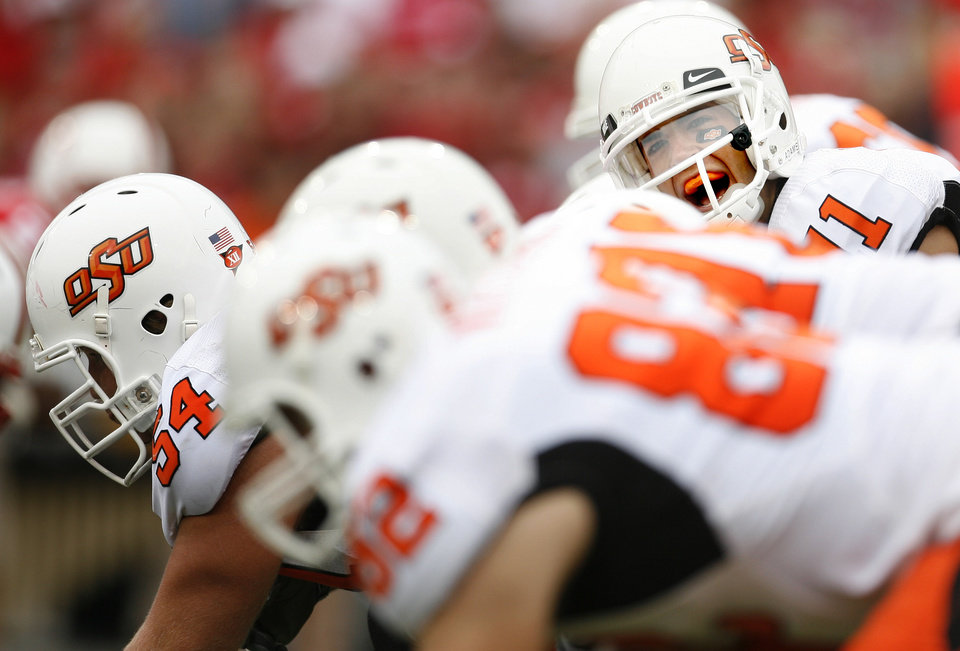 Zac Robinson of OSU gets ready to run a play during the college football game between Oklahoma State University (OSU) and the University of Nebraska at Memorial Stadium in Lincoln, Neb., on Saturday, Oct. 13, 2007. By Bryan Terry, The Oklahoman