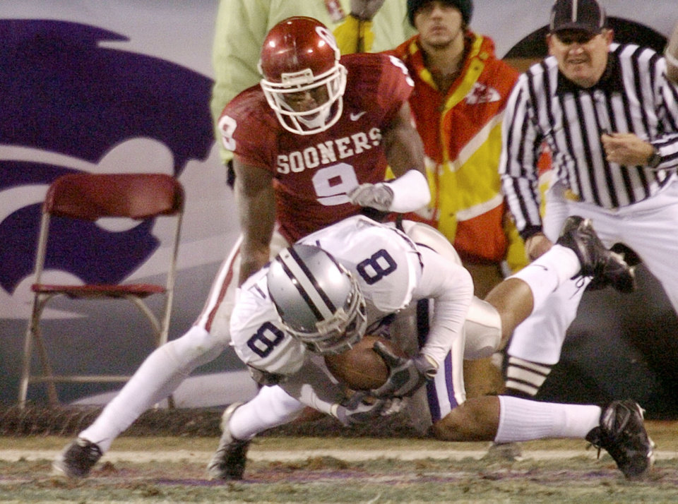 Kansas City , MU, Saturday December 6, 2003.The University of Oklahoma against Kansas State University during the Big 12 college football championship game at Arrowhead Stadium. KSU\'s James McGill intercepts OU quarterback Jason White\'s pass intended for Mark Clayton. Staff photo by Bryan Terry
