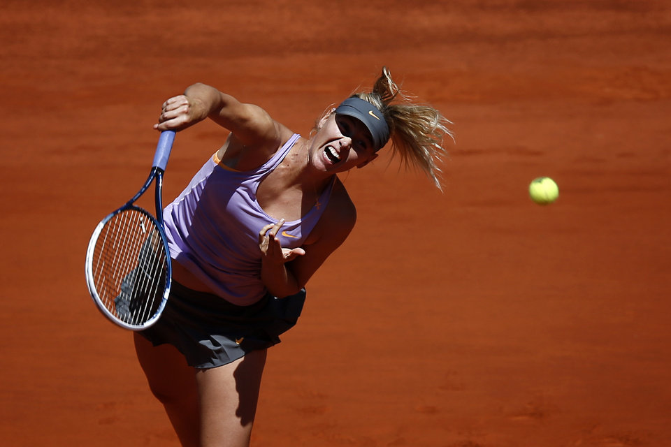 Photo - Maria Sharapova from Russia serves the ball during a Madrid Open tennis tournament match against Li Na from China in Madrid, Spain, Friday, May 9, 2014 . (AP Photo/Daniel Ochoa de Olza)