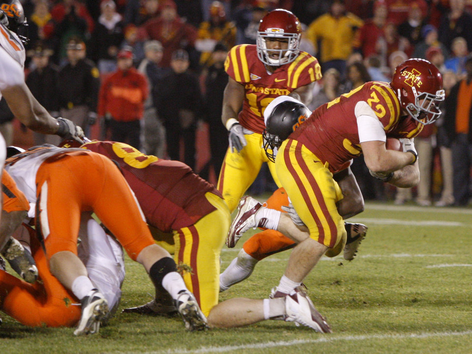 Photo - Iowa State's Jeff Woody (32) scores the game-winning touchdown in the second overtime of a college football game between the Oklahoma State University Cowboys (OSU) and the Iowa State University Cyclones (ISU) at Jack Trice Stadium in Ames, Iowa, Friday, Nov. 18, 2011. Photo by Bryan Terry, The Oklahoman