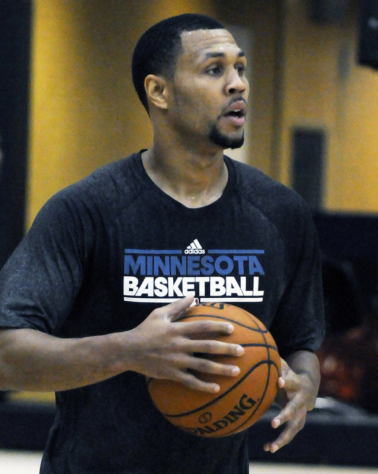 Photo -   Minnesota Timberwolves guard Brandon Roy works out at the team's training facility in Minneapolis, Thursday, Sept. 13, 2012. Roy, 27, has been in Minnesota for two weeks working out with Timberwolves player development coach Shawn Respert and several Wolves players. The Wolves open training camp Oct. 2. (AP Photo/St. Paul Pioneer Press, Scott Takushi)