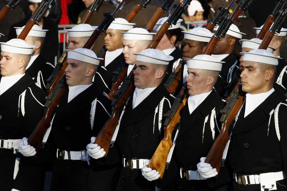 Navy personel march in President Barack Obama's inaugural parade in Washington, Monday, Jan. 21, 2013, following the president's ceremonial swearing-in ceremony during the 57th Presidential Inauguration. (AP Photo/Jose Luis Magana) ORG XMIT: DCJL123