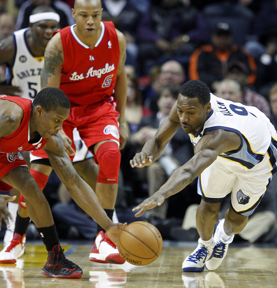 Memphis Grizzlies guard Tony Allen, right, reaches for a loose ball against Los Angeles Clippers guard Eric Bledsoe, left, in the first half of an NBA basketball game on Monday, Jan. 14, 2013, in Memphis, Tenn. (AP Photo/Lance Murphey)