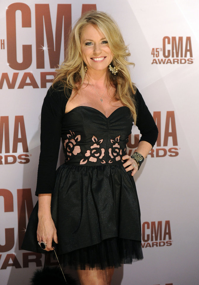 Photo -   FILE - In this Nov. 9, 2011 file photo, Deana Carter arrives at the 45th Annual CMA Awards in Nashville. Court records show Carter filed for separation from her husband Brandon Malone in Los Angeles on Tuesday, Nov. 13, 2012. The couple were married in October 2009, but separated in August 2011, according to Carter's filing citing irreconcilable differences. (AP Photo/Evan Agostini, File)