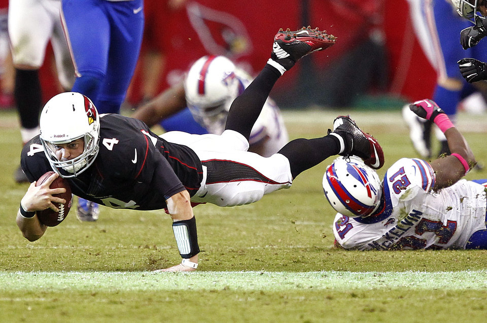 Photo -   Arizona Cardinals quarterback Kevin Kolb (4) falls after being hit during the second half of an NFL football game against the Buffalo Bills, Sunday, Oct. 14, 2012, in Glendale, Ariz. Kolb left the game injured after the play. (AP Photo/Matt York)