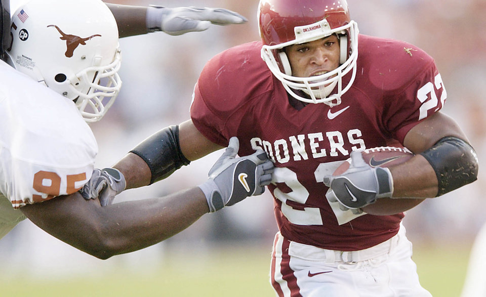 Former Oklahoma running back Quentin Griffin carries the ball against Texas in the Sooners\' 35-24 win in 2002. PHOTO BY BRYAN TERRY, THE OKLAHOMAN ARCHIVE