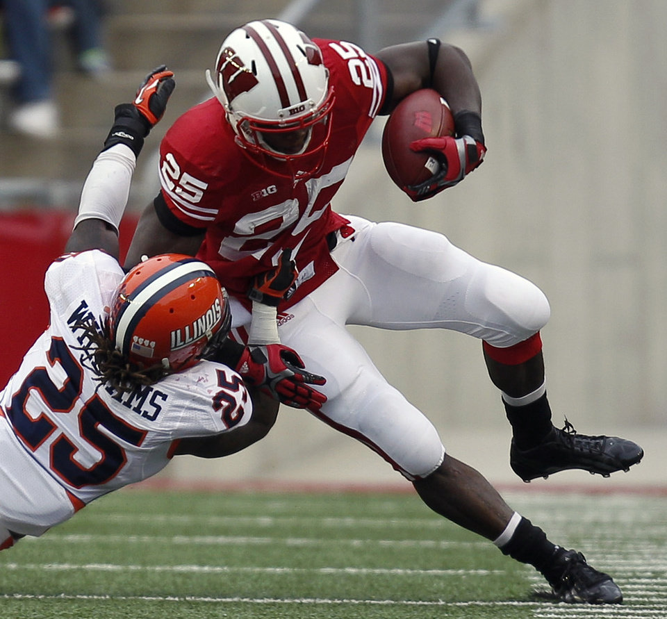 Photo -   Wisconsin running back Melvin Gordon, top, runs against Illinois linebacker Ashante Williams, bottom, during the first half of an NCAA college football game on Saturday, Oct. 6, 2012, in Madison, Wis. (AP Photo/Andy Manis)