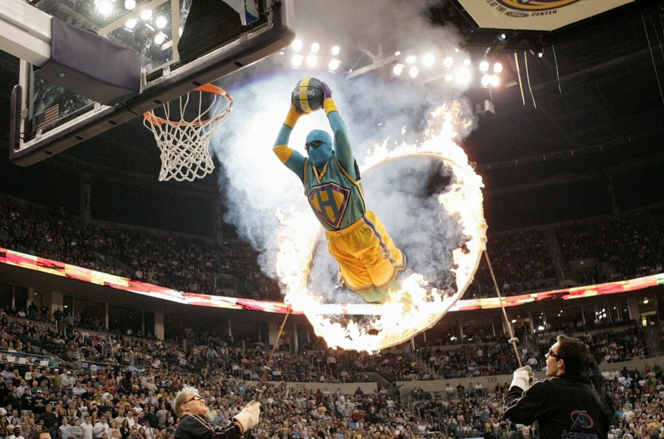 Photo - Super Hugo dunks through a ring of fire during the Miami Heat at the New Orleans/Oklahoma City Hornets NBA basketball game at the Ford Center in Oklahoma City, Wednesday, January 4, 2006. By Nate Billings.