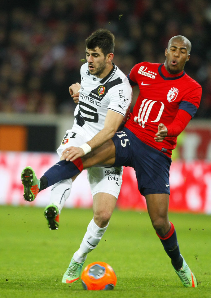 Photo - Rennes' Nelson Oliveira, left, and Lille's Djibril Sidibe challenge for the ball during their French League one soccer match at the Lille Metropole stadium, in Villeneuve d'Ascq, northern France, Friday, Jan. 24, 2014. (AP Photo/Michel Spingler)