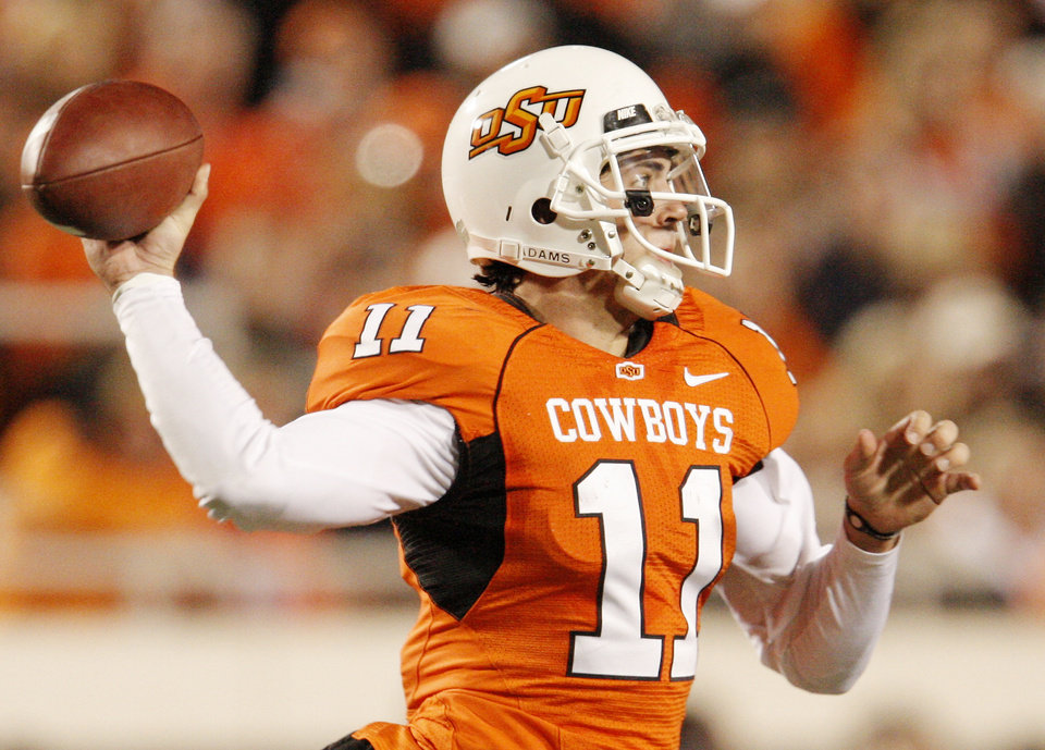 Photo - Cowboy Zac Robinson (11) throws upfield during the college football game between Oklahoma State University (OSU) and Texas Tech University at Boone Pickens Stadium in Stillwater, Okla. Saturday, Nov. 14, 2009. Photo by Doug Hoke, The Oklahoman