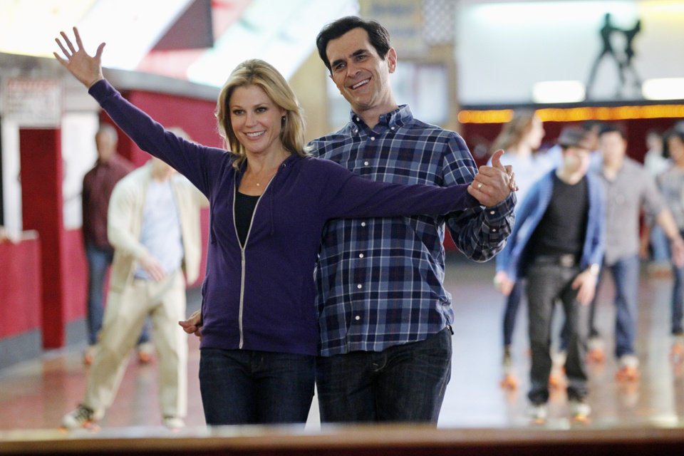 Photo - This image released by ABC shows Julie Bowen, left, and Ty Burrell in a scene from