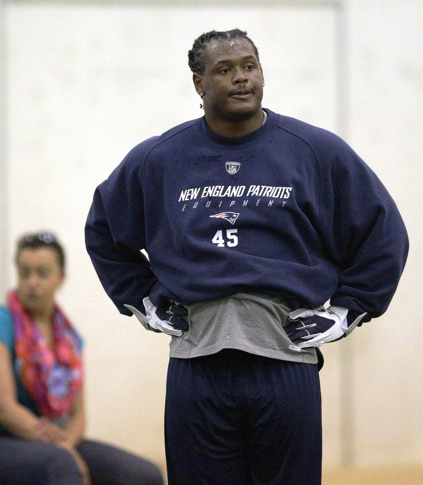 Photo -   New England Patriots rookie linebacker Dont'a Hightower catches his breath during NFL football rookie minicamp at the team's facility in Foxborough, Mass., Friday, May 11, 2012. (AP Photo/Stephan Savoia)