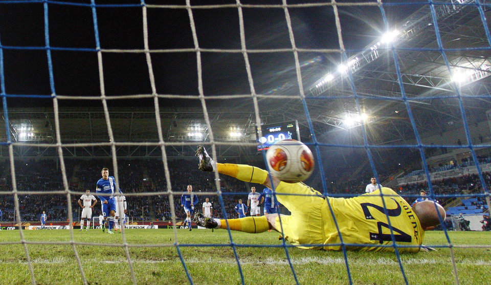 Photo - Yevhen Konoplyanka  of Ukrainian Dnipro, second left, scores a goal past Tottenham's goalkeeper Brad Friedel, front, during their UEFA Europa League round of 32, first leg soccer match at GSP Stadium in Dnipropetrovsk, Ukraine,Thursday, Feb. 20, 2014. (AP Photo/Sergei Kozin)