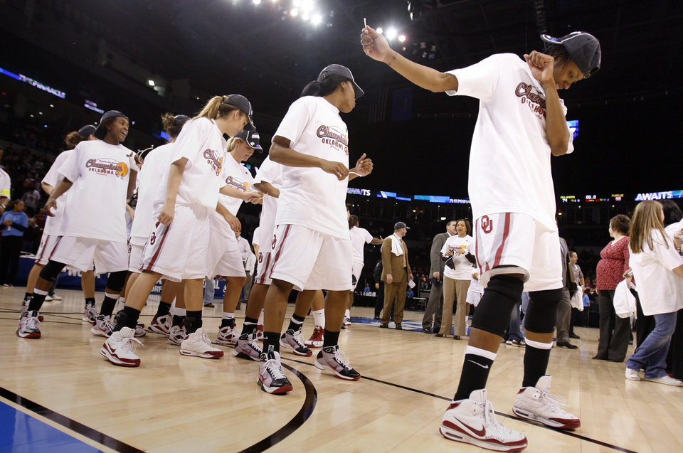 Photo - The Sooners do an impromptu line dance following their 74-68 win as the University of Oklahoma (OU) defeats Purdue in the NCAA women's basketball regional tournament finals at the Ford Center in Oklahoma City, Okla., on Tuesday, March 31, 2009.  Photo by Steve Sisney, The Oklahoman