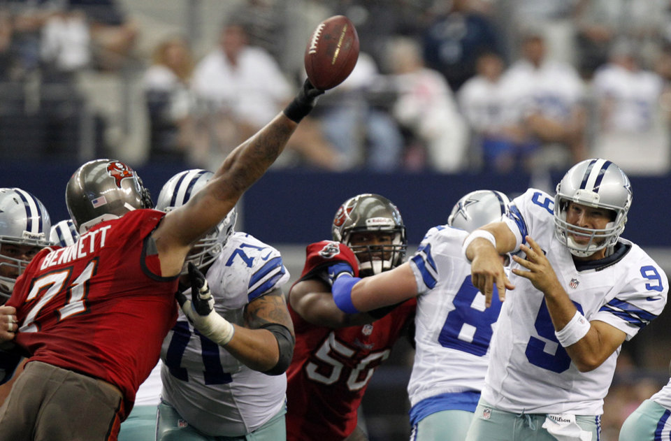 Photo - Tampa Bay Buccaneers defensive end Michael Bennett (71) tips a pass by Dallas Cowboys quarterback Tony Romo (9) during the second half of an NFL football game on Sunday, Sept. 23, 2012, in Arlington, Texas. (AP Photo/LM Otero)