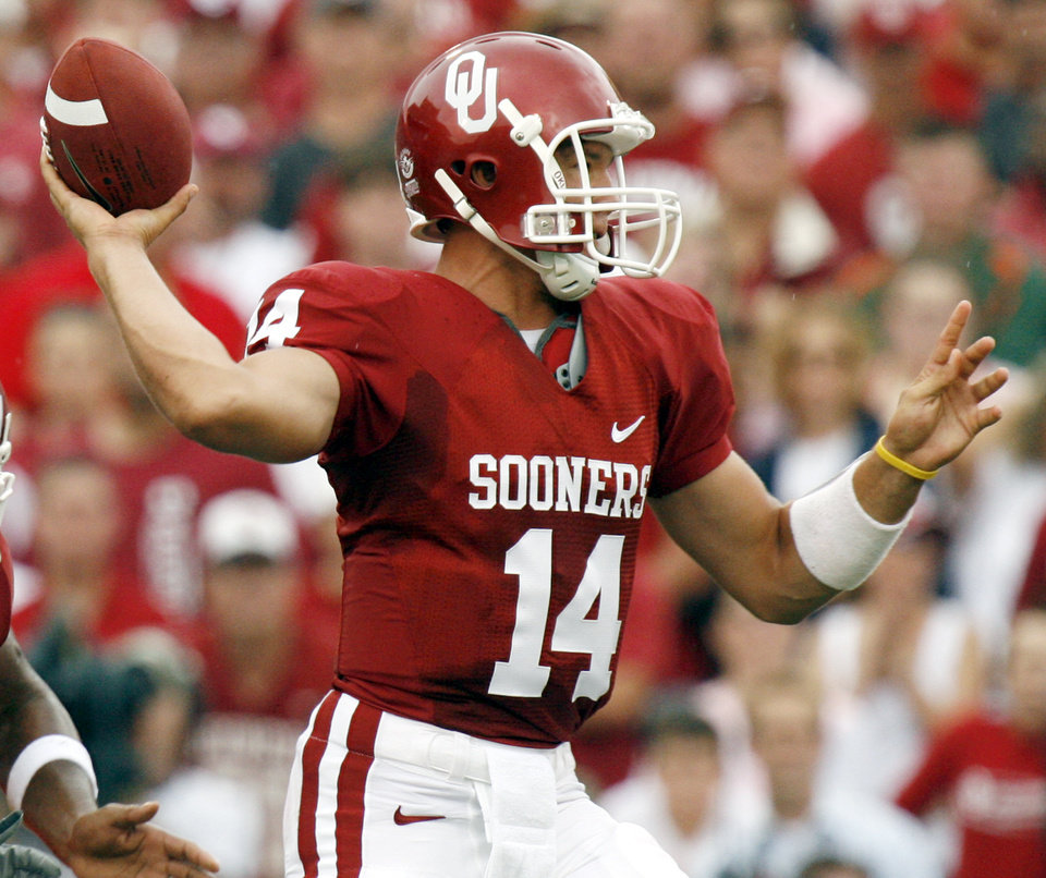 Photo - OU's Sam Bradford (14) passes in the first half during the University of Oklahoma Sooners (OU) college football game against the University of Miami Hurricanes (UM) at the Gaylord Family -- Oklahoma Memorial Stadium, in Norman, Okla., Saturday, Sept. 8, 2007. By NATE BILLINGS, The Oklahoman  ORG XMIT: KOD