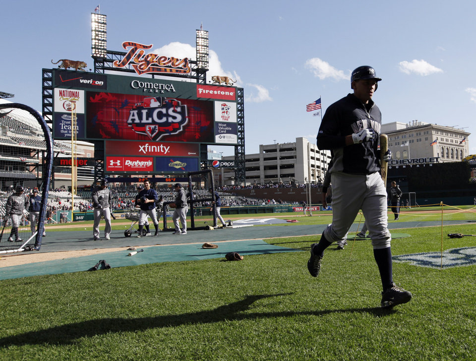 Photo -   New York Yankees' Alex Rodriguez runs back to the dugout after batting practice before Game 4 of the American League championship series against the Detroit Tigers Thursday, Oct. 18, 2012, in Detroit. (AP Photo/Paul Sancya )