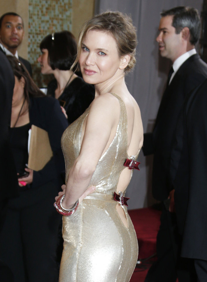 Actress Renée Zellweger arrives at the Oscars at the Dolby Theatre on Sunday Feb. 24, 2013, in Los Angeles. (Photo by Todd Williamson/Invision/AP) ORG XMIT: CAWH128