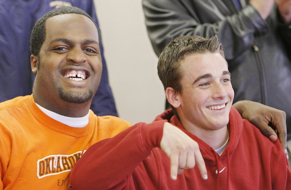 Photo - COLLEGE FOOTBALL LETTER OF INTENT SIGNING DAY, SIGN, OKLAHOMA STATE UNIVERSITY, UNIVERSITY OF OKLAHOMA: Heritage Hall's Quinton Prince and  Jimmy Stevens after signing letters of intent with OSU and OU, Wednesday, February 7, 2007.   BY DAVID MCDANIEL, THE OKLAHOMAN. ORG XMIT: KOD