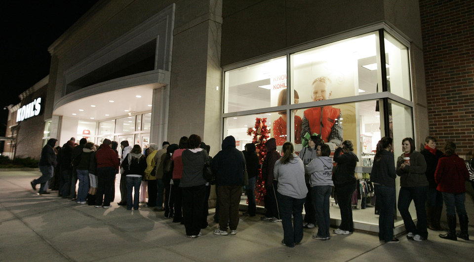 Photo - People wait in line at the Norman Kohl's store for after Thanksgiving sales Fri. Nov. 27, 2009. Photo by Jaconna Aguirre, The Oklahoman.