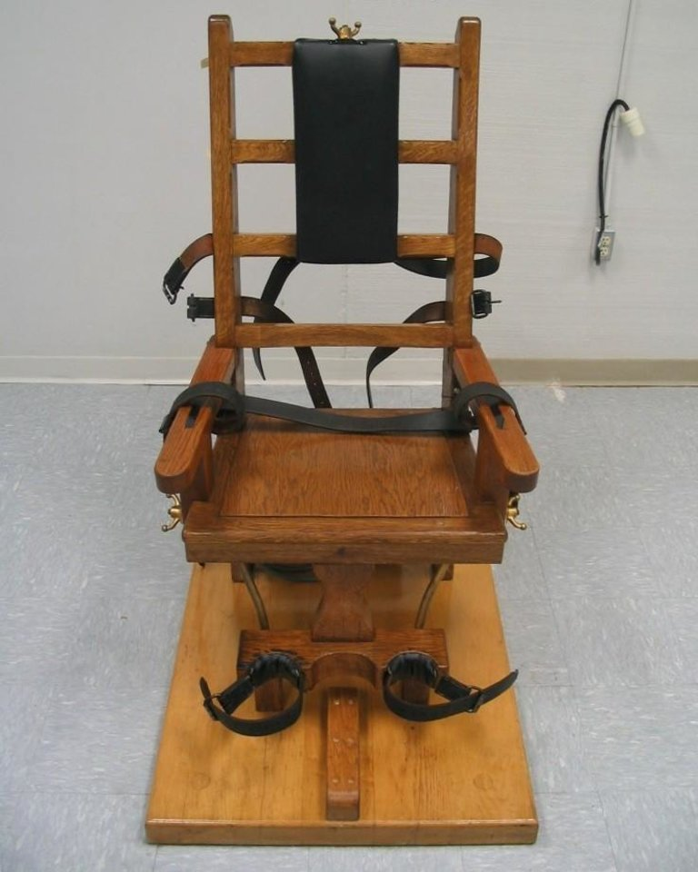 FILE - This Sept. 23, 2009 file photo shows the electric chair at the Greensville Correctional Center in Jarratt, Va.  Robert Gleason Jr. is scheduled to die at 9 p.m. Wednesday, Jan. 16, 2013,  at Greensville Correctional Center in Jarratt. Condemned Virginia inmates can choose between lethal injection and electrocution, and Gleason is the first inmate to choose electrocution since 2010. (AP Photo/Virginia Department of Corrections)