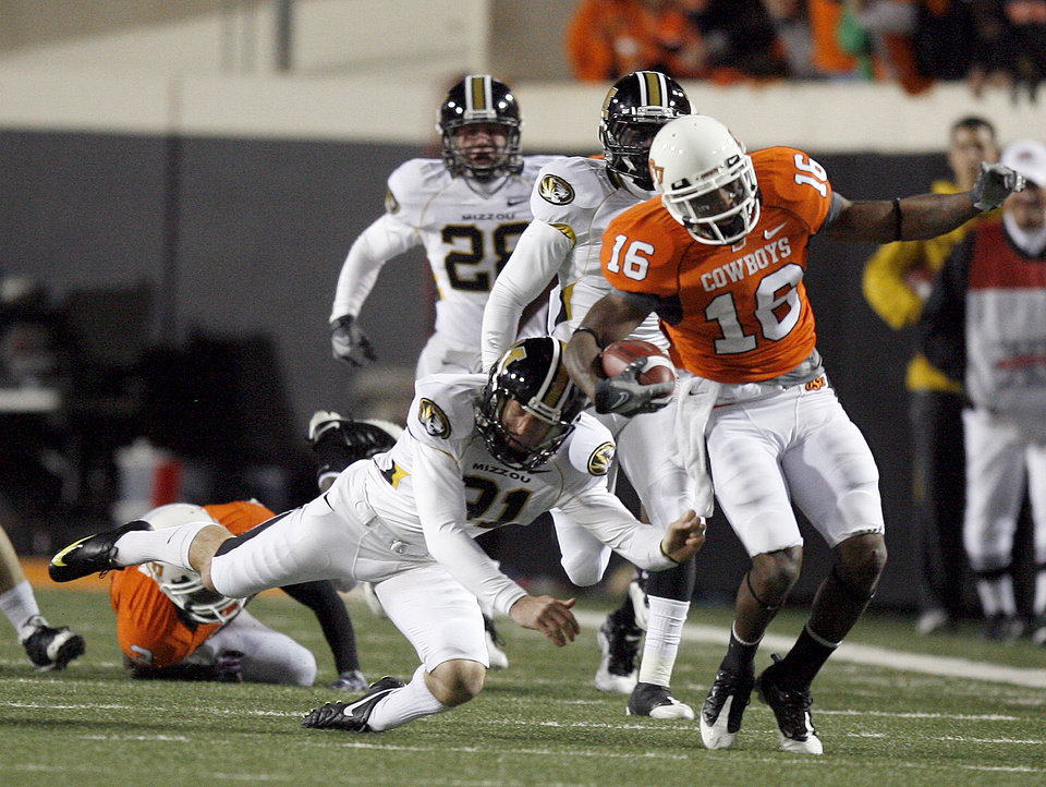 Photo - OSU's Perrish Cox (16) returns a kickoff as Missouri's Tanner Mills (91) attempts a tackle during the college football game between Oklahoma State University (OSU) and the University of Missouri (MU) at Boone Pickens Stadium in Stillwater, Okla. Saturday, Oct. 17, 2009.  Photo by Sarah Phipps, The Oklahoman