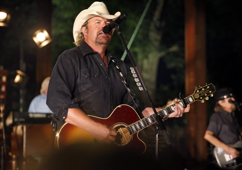 Photo - Toby Keith appears at State Farm's Neighborhood Sessions on Tuesday, Sept. 1, 2015 in Norman, Okla.