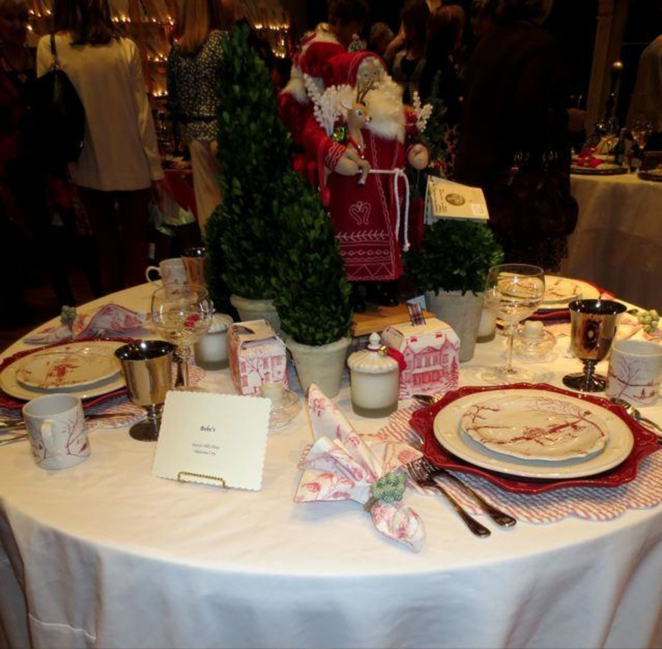Table by Bebe's. (Photo by Helen Ford Wallace).