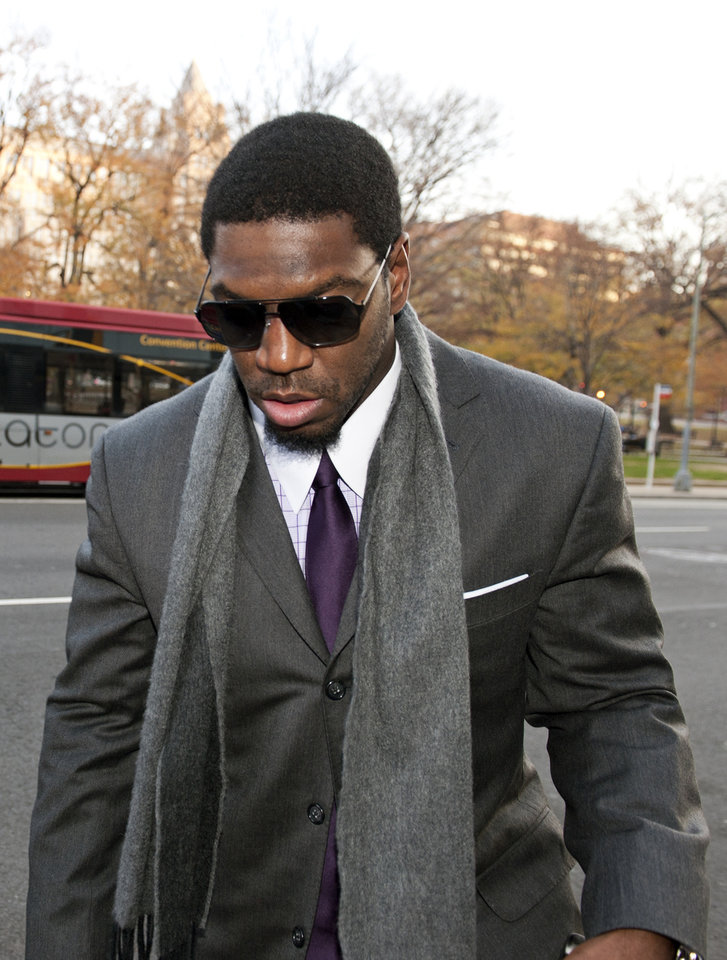 Photo - New Orleans Saints football linebacker Jonathan Vilma arrives at an attorney's office in Washington, Friday, Nov. 30, 2012, for a session of the pay-for-pain bounty system with the New Orleans Saints. Friday's session is part of the latest round of player appeals overseen by former NFL Commissioner Paul Tagliabue.  (AP Photo/Cliff Owen)