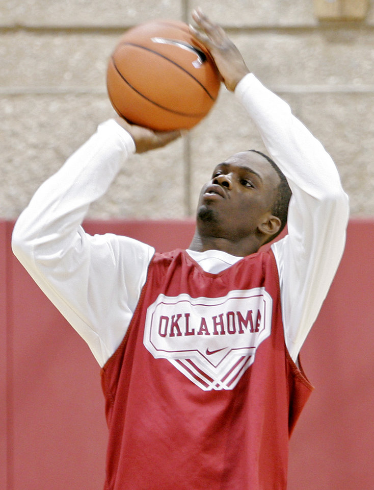 Photo -  Former Sooner Willie Warren will be playing on the Los Angeles Clippers summer leage team. PHOTO BY JOHN CLANTON, THE OKLAHOMAN ARCHIVES