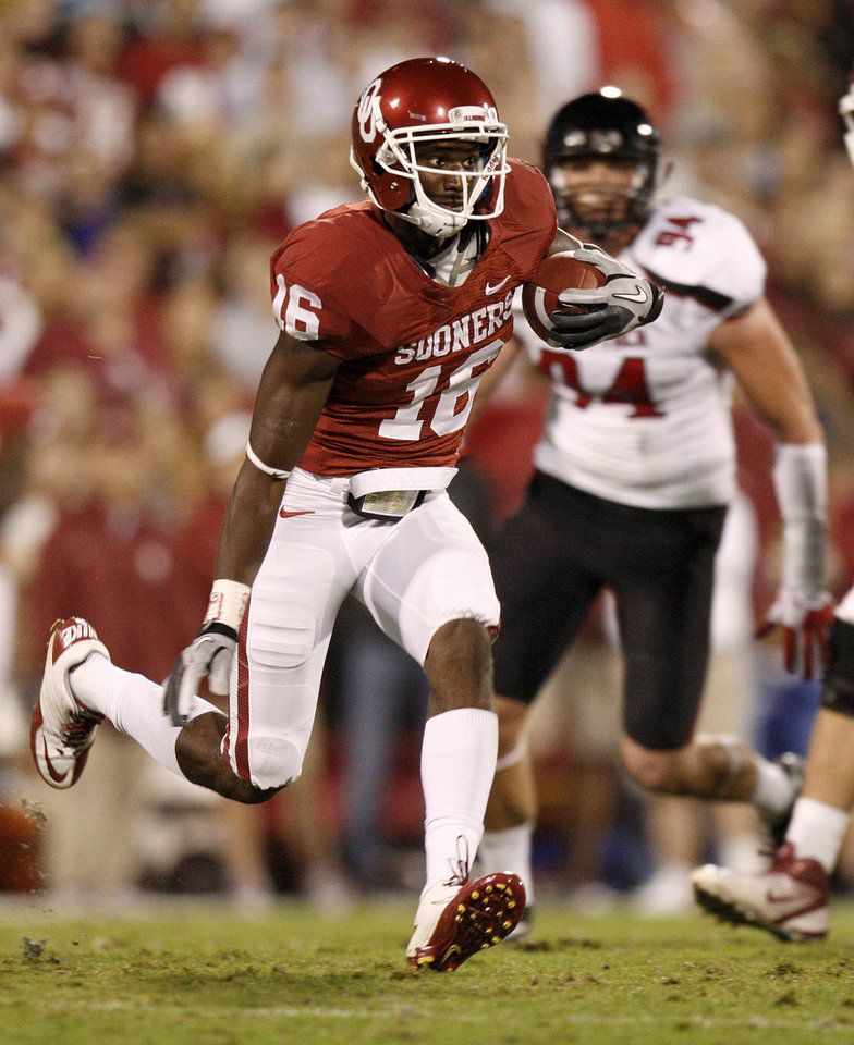 Photo - Oklahoma's Jaz Reynolds (16) runs after a reception during the college football game between the University of Oklahoma Sooners (OU) and the Texas Tech University Red Raiders (TTU) at Gaylord Family-Oklahoma Memorial Stadium in Norman, Okla., Saturday, Oct. 22, 2011. Photo by Bryan Terry, The Oklahoman