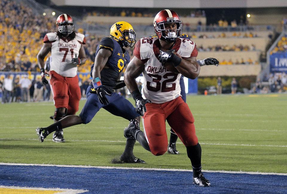 Photo - Oklahoma's Samaje Perine (32)scores a touchdown in the third quarter during the college football game between West Virginia  Mountaineers and the University of Oklahoma Sooners at Milan Puskar Stadium in Morgantown, W.Va., Saturday, Sept. 20, 2014. Photo by Sarah Phipps, The Oklahoman