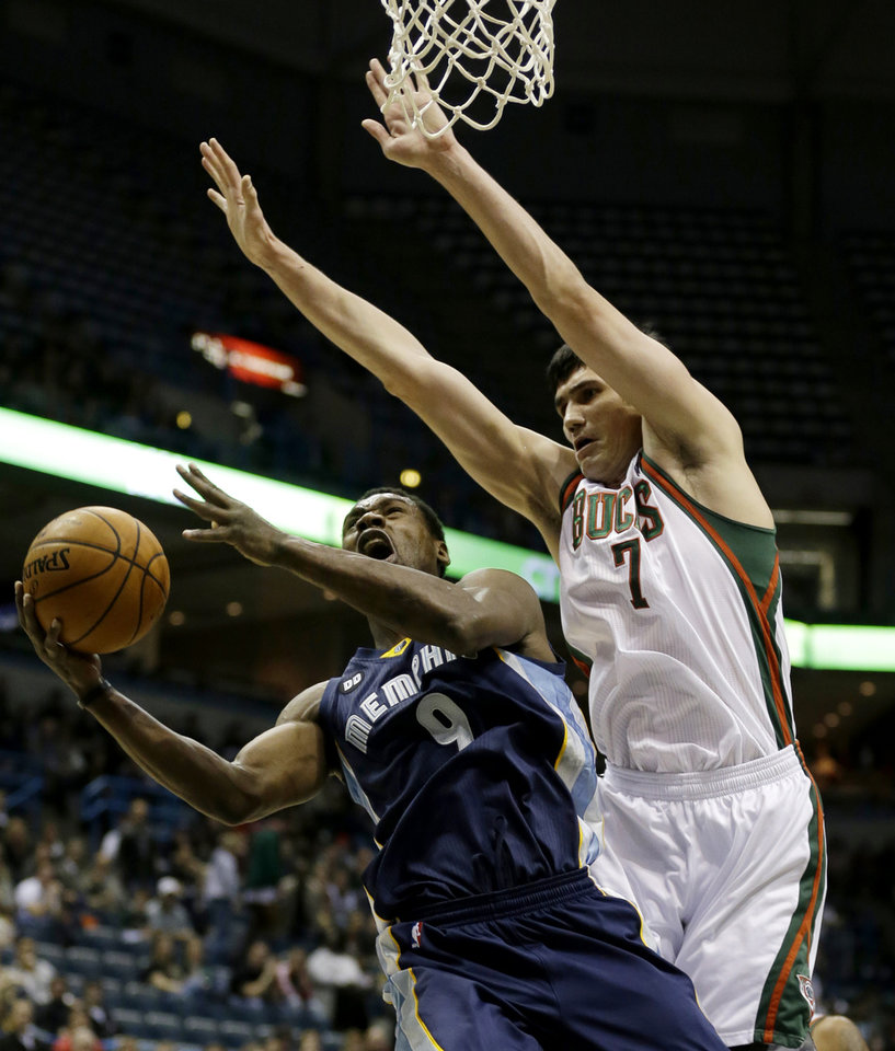 Photo -   Memphis Grizzlies' Tony Allen (9) puts up a shot against Milwaukee Bucks' Ersan Ilyasova (7), of Turkey, during the first half of an NBA basketball game, Wednesday, Nov. 7, 2012, in Milwaukee. (AP Photo/Jeffrey Phelps)