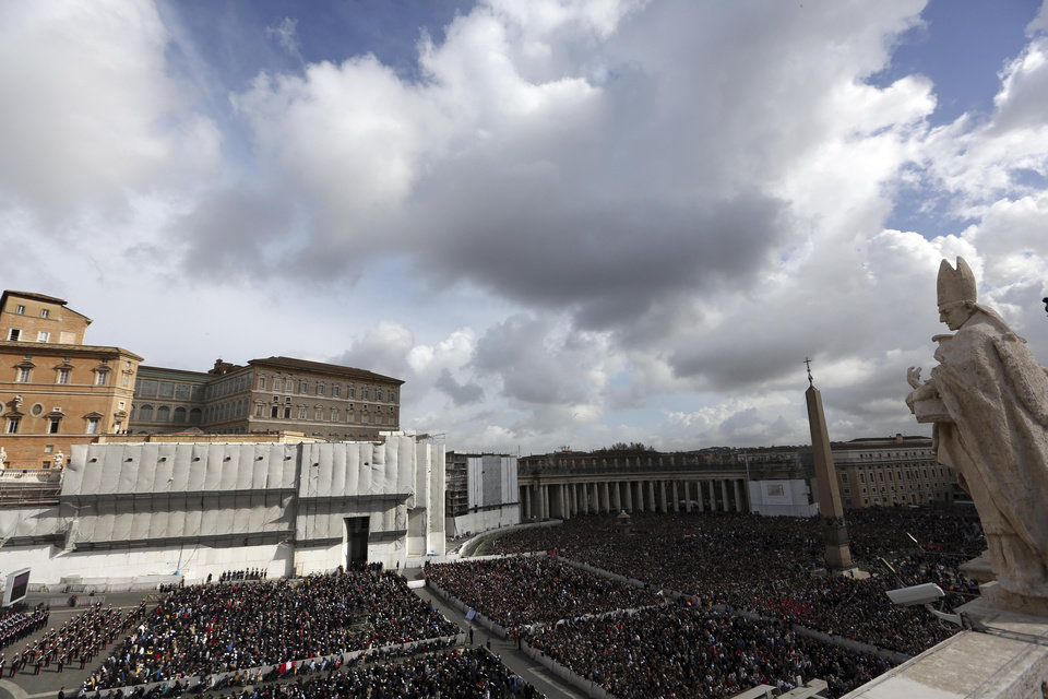 Faithful crows St. Peter\'s Square as Pope Francis celebrates the Easter mass at the Vatican, Sunday, March 31, 2013. Pope Francis is celebrating his first Easter Sunday Mass as pontiff in St. Peter\'s Square, which is packed by joyous pilgrims, tourists and Romans. (AP Photo/Gregorio Borgia)