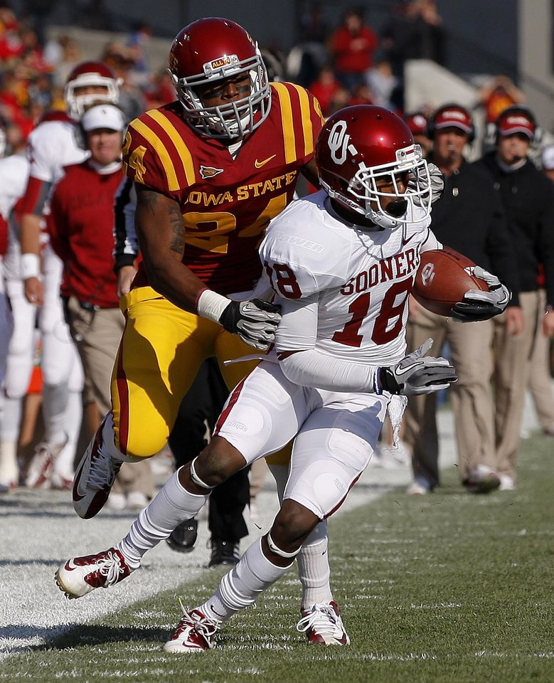 Photo - Oklahoma's Jalen Saunders (18) tries to get past Iowa State's Durrell Givens (24)  during a college football game between the University of Oklahoma (OU) and Iowa State University (ISU) at Jack Trice Stadium in Ames, Iowa, Saturday, Nov. 3, 2012. Photo by Bryan Terry, The Oklahoman