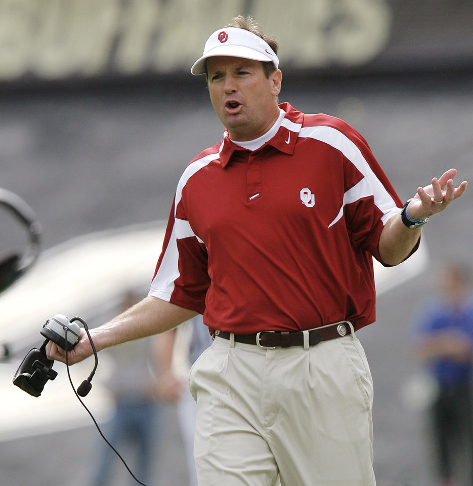 Photo - Oklahoma coach Bob Stoops questions a call as his Sooners take on Colorado during the first half of the college football game between the University of Oklahoma Sooners (OU) and the University of Colorado Buffaloes (CU) at Folsom Field in Boulder, Co., on Saturday, Sept. 28, 2007. 