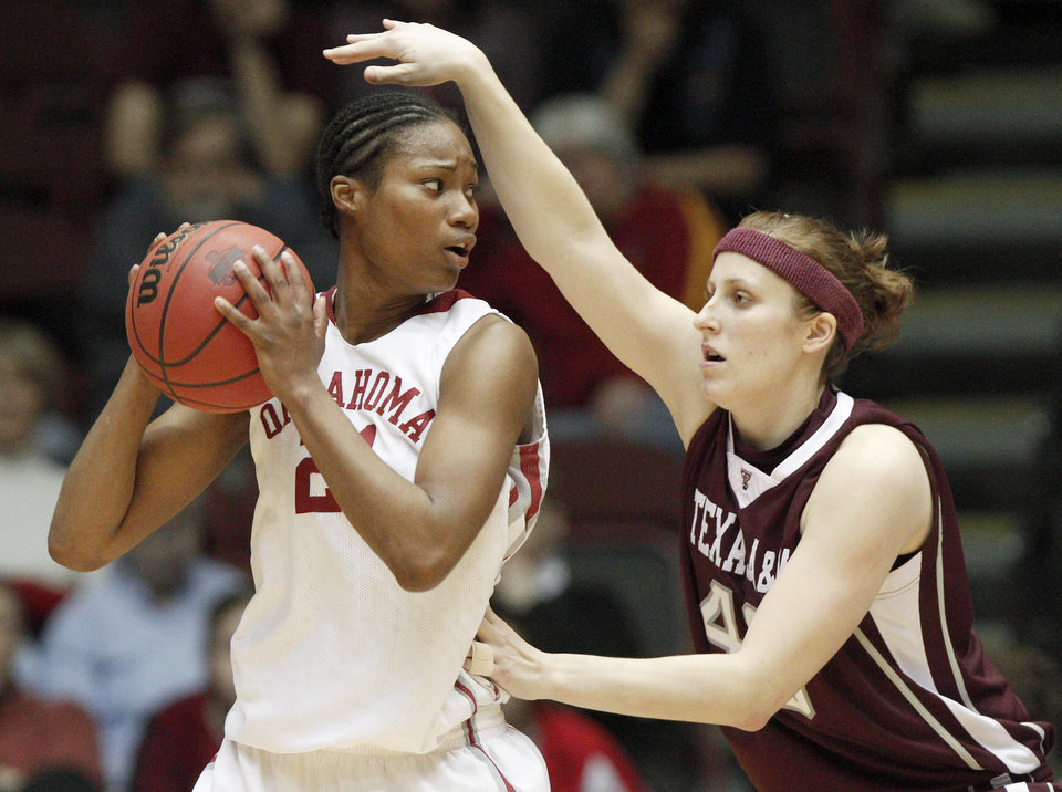 Photo - WOMEN'S BIG 12 TOURNAMENT / WOMEN'S BIG 12 BASKETBALL TOURNAMENT: OU's Amanda Thompson tries to get by Texas A&M's Kelsey Assarian during the women's college basketball Big 12 Tournament championship game between the University of Oklahoma and Texas A&M University on Sunday, March 14, 2010, in Kansas City, Mo.   Photo by Bryan Terry, The Oklahoman ORG XMIT: KOD