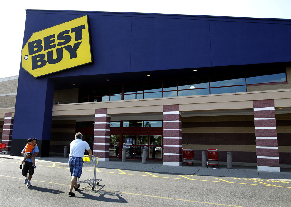 Photo -   In this Thursday, June 21, 2012, file photo, customers walk in and out of Best Buy in Danvers, Mass. Best Buy Co. is reporting Monday, Aug. 21, 2012, a 90 percent drop in net income during the second quarter, dragged down by restructuring charges and weak sales. The company also withdrew its earnings guidance for the year.(AP Photo/Elise Amendola)