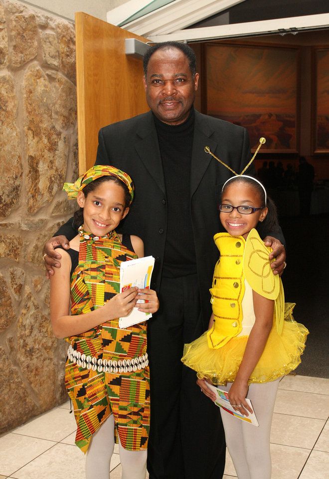 Photo - Kamlyah Pitts, age 7, Berry Pitts, Emauni Suggs, age 10. PHOTO BY DAVID FAYTINGER, FOR THE OKLAHOMAN