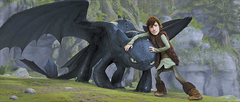 "Photo - Teenage Viking Hiccup (Jay Baruchel) befriends Toothless, an injured Night Fury — the most feared and mysterious dragon breed — in ""How to Train Your Dragon."" DreamWorks Animation Photo"