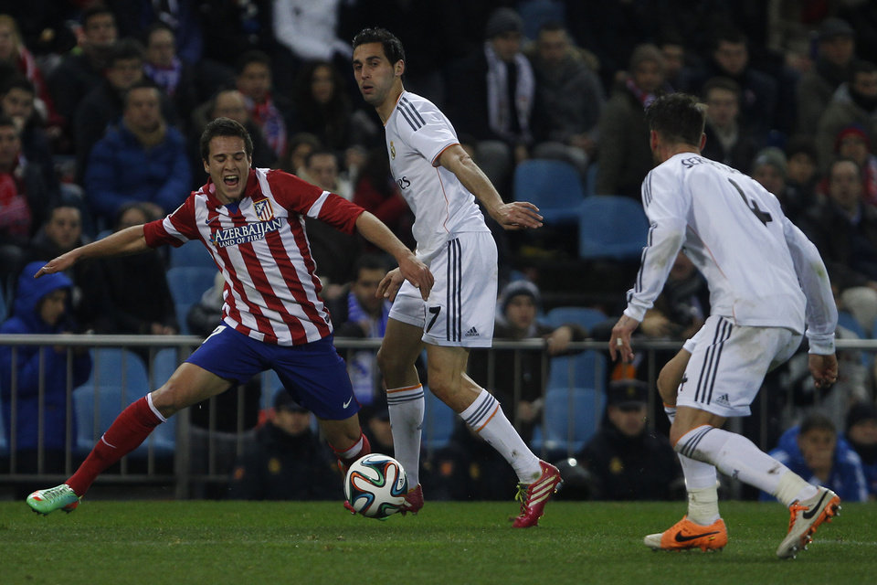 Photo - Atletico's Javi Manquillo in action with Real's Alvaro Arbeloa during a semi final, 2nd leg, Copa del Rey soccer derby match between Real Madrid and Atletico Madrid at the Vicente Calderon Stadium in Madrid, Tuesday Feb. 11 , 2014.  (AP Photo/Gabriel Pecot)