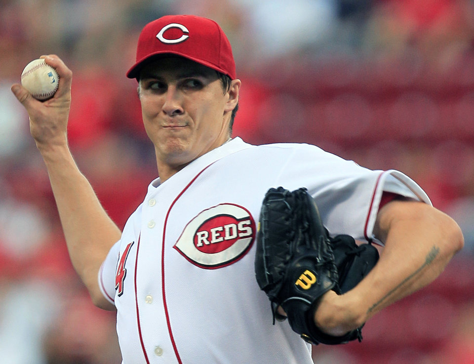 Photo -   Cincinnati Reds starting pitcher Homer Bailey throws to a Houston Astros batter in the first inning of a baseball game, Friday, Sept. 7, 2012, in Cincinnati. (AP Photo/Al Behrman)