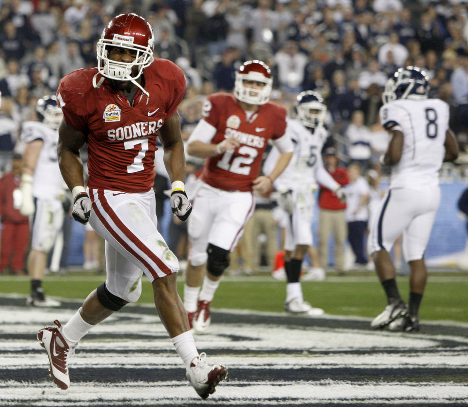 Oklahoma's DeMarco Murray (7) celebrates after a touchdown during the Fiesta Bowl college football game between the University of Oklahoma Sooners and the University of Connecticut Huskies in Glendale, Ariz., at the University of Phoenix Stadium on Saturday, Jan. 1, 2011.  Photo by Bryan Terry, The Oklahoman