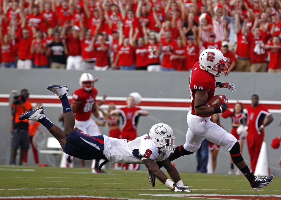 Photo -   North Carolina State's Bryan Underwood, right, runs into the end zone for a touchdown as South Alabama's Tyrell Pearson (9) dives for the tackle during the first half of an NCAA college football game in Raleigh, N.C., Saturday, Sept. 15, 2012. (AP Photo/Gerry Broome)