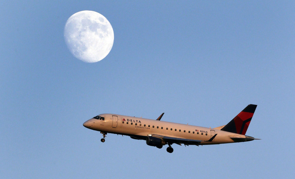 Photo - FILE- In this Tuesday, Aug. 28, 2012, file photo, a Delta connection airplane approaches LaGuardia airport, in New York. Delta Air Lines Inc. reports quarterly financial results before the market opens on Tuesday, Jan. 21, 2014.  (AP Photo/Charles Krupa, File)