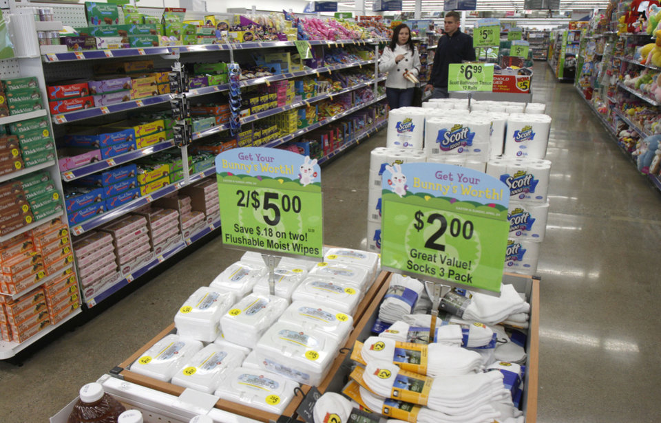 Photo -   In a Monday, March 21, 2011 photo, shoppers walk in the aisle at Walgreens, in Burlington, Vt. Drugstore operator Walgreen Co. says its fiscal second-quarter earnings fell almost 8 percent due in part to its decision to leave the Express Scripts pharmacy network and a slow flu season. (AP Photo/Toby Talbot)