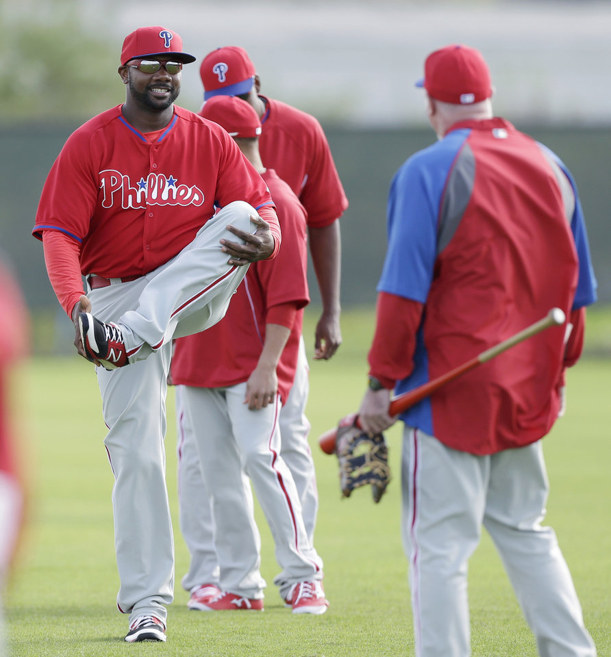 Photo - Philadelphia Phillies first baseman Ryan Howard, left, stretches with teammates during spring training baseball practice Thursday, Feb. 13, 2014, in Clearwater, Fla. (AP Photo/Charlie Neibergall)